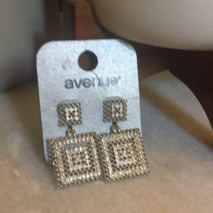 NWT Avenue square earrings